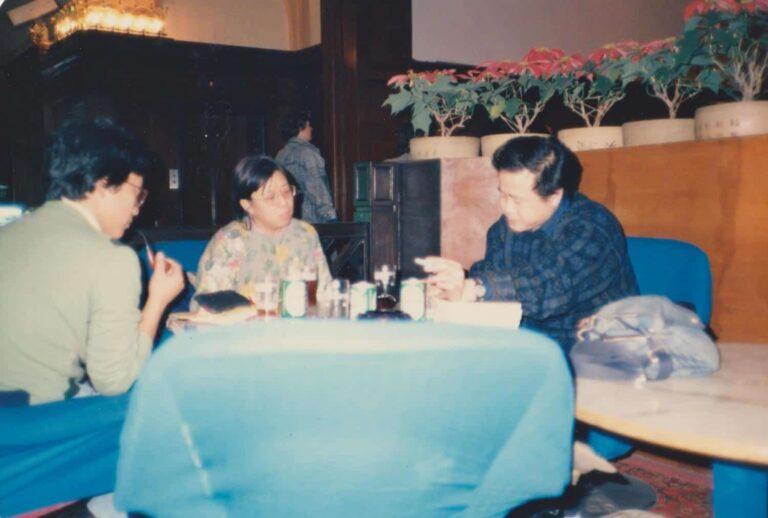 Xi Xi with Mo Yan in Beijing (1987).