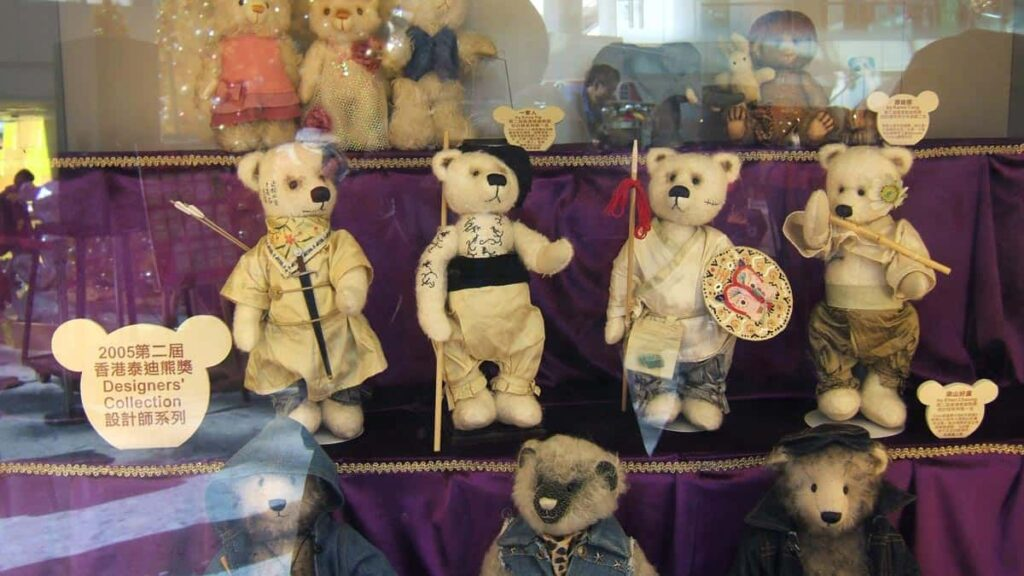 Xi Xi bear exhibit (2005).