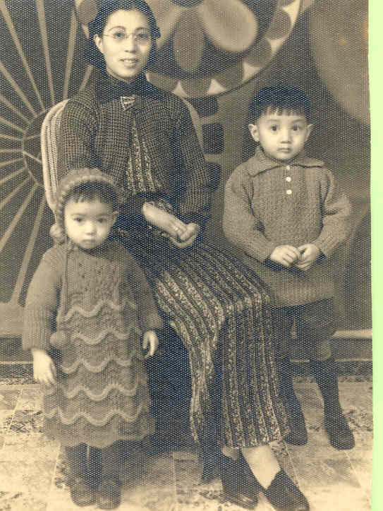 Xi Xi (left) with her mother and her brother.